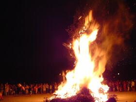 Tout le reportage sur la Fête de la Saint Jean 2004 est disponible sur le site en cliquant ici