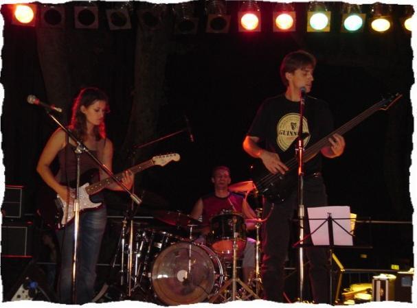 """Tout le reportage en photos sur la fête de la musique 2003        ( Photos du groupe """"Just"""" )"""